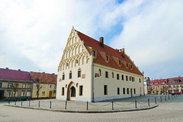 Trzcińsko-Zdrój. Ratusz z XIII wieku.